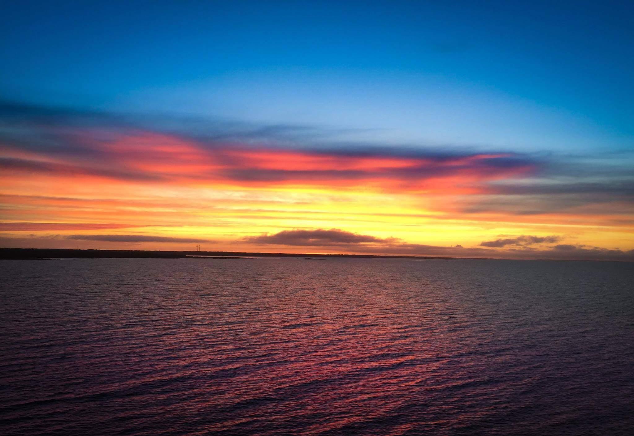 goldensubmarine-na-morzu